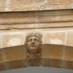 Dans la cour du Musée de l'Ardenne