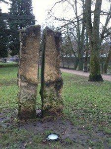 La légende de la pierre fendue dans Lieux et petites histoires img_0285-225x300