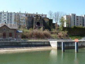 Des architectes  qui perdent la tête... dans L'enceinte fortifiée p1070199-300x225