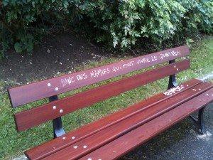 Les amoureux qui se bécotent sur les bancs publics... dans Déambulation en ville img_2448-300x225