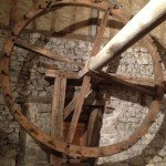Une force de 10 kilos sur la roue se transforme en une pression de 40 tonnes sur les fruits.